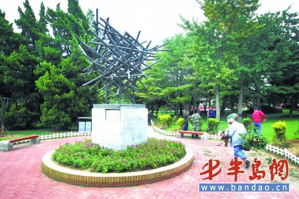 青岛:施工人员八大关风景区内种植景观植物 - 园林资讯 - 中国园林网