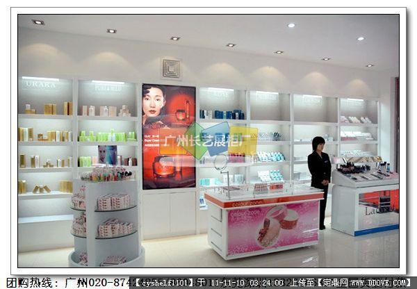 化妆品店装修效果图片几张