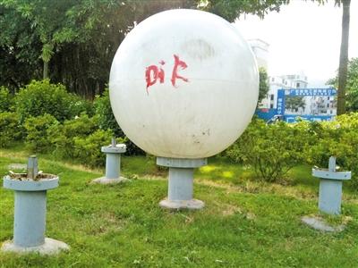 """广东珠海:海天公园景观灯变""""涂鸦球""""人为破坏严重   园林资讯   中国"""